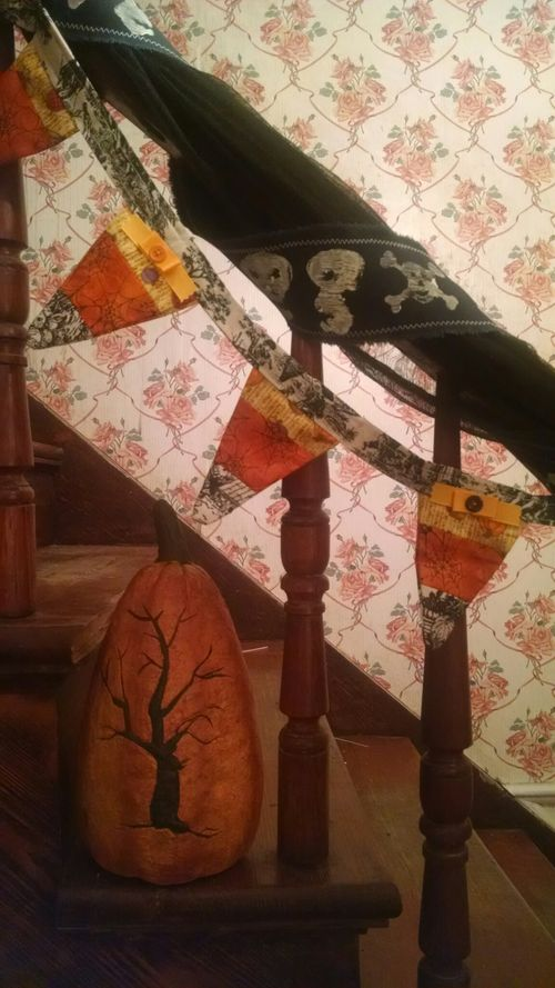 Jvanderbeek_scrapdots_skull_ribbon_decoration