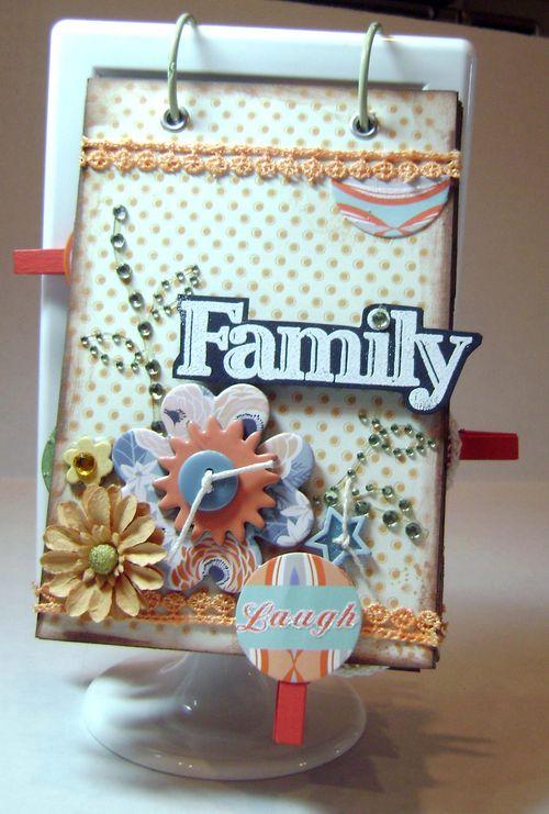 Helmar_Kitsnbitscraps_Album_Family_Ikea_frame1