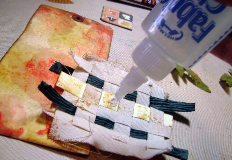 Helmar_Kitsnbitscraps_Fall_Tag_Fabric_Glue1