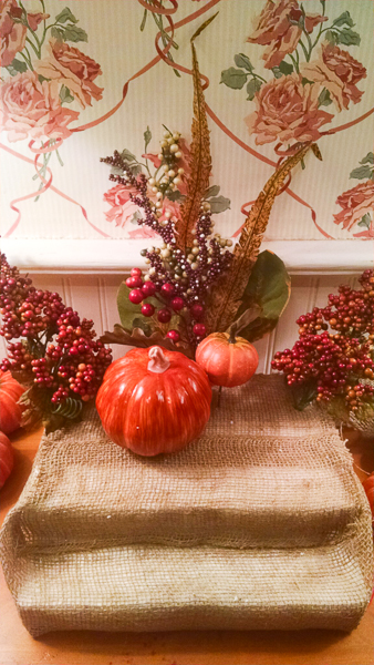 Jvanderbeek_helmr_centerpiece_burlap_pumpkins_fall