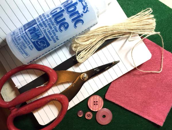 Helmar_Kitsnbitscraps_Book_Mark_Fabric_Glue